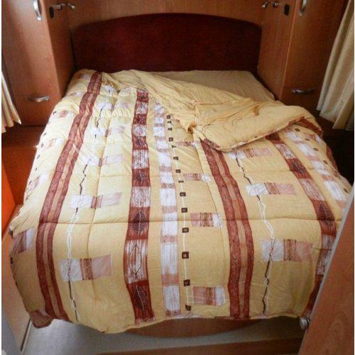equipement camping car couchage lit tout fait lit sommier. Black Bedroom Furniture Sets. Home Design Ideas