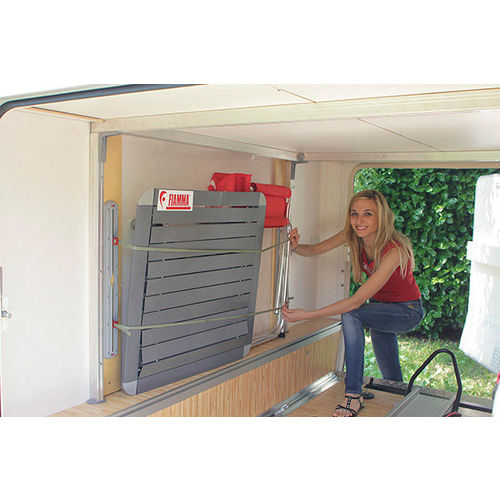 Rail fixation soute 2 pieces garage bars for Costruendo un garage per 2 auto