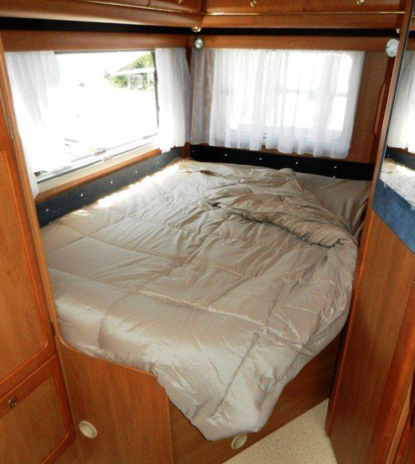 equipement camping car couchage lit tout fait lit sommier couchette. Black Bedroom Furniture Sets. Home Design Ideas